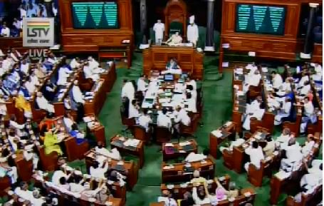 lok-sabha-passes-amendment-bill-to-give-obc-commission-constitution