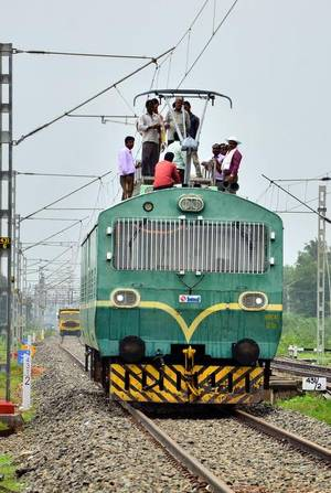all-railway-tracks-to-be-electrified