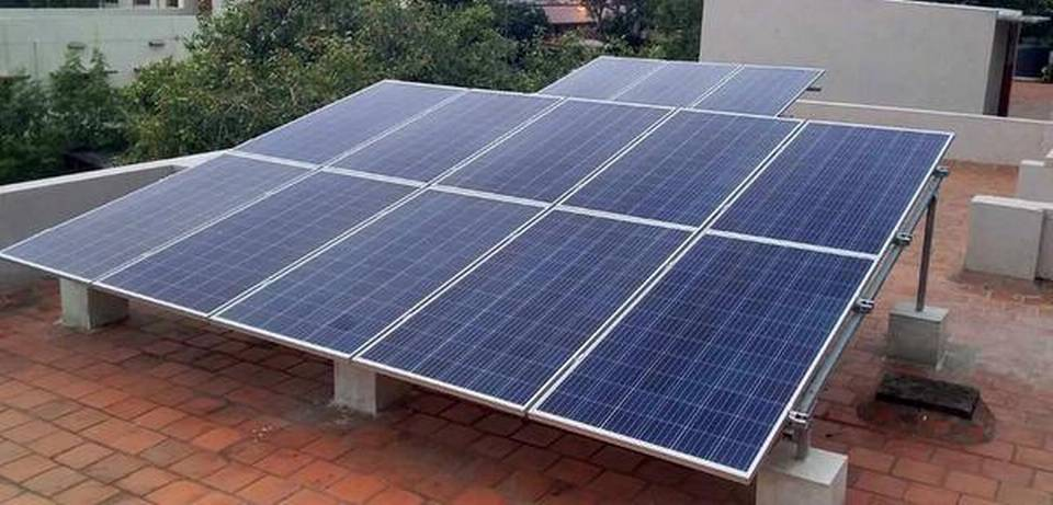 india-stares-at-pile-of-solar-e-waste