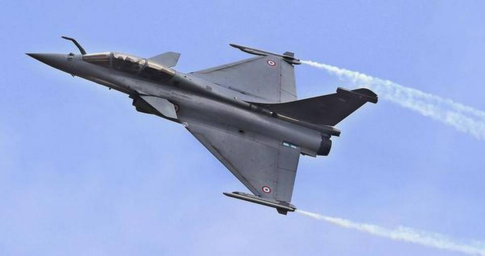 first-rafale-aircraft-made-for-india-takes-flight